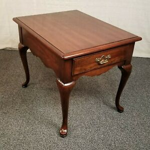 Thomasville Cherry Queen Anne Side Accent Occasional Lamp End Table Nightstand