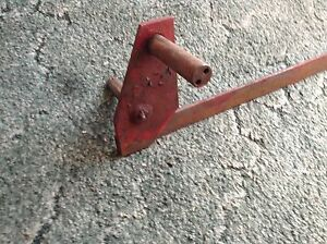 659496r91 A Used Engine Idler Bracket For A Mccormick No 45 Square Balers
