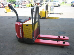 Raymond Forklift 2006 Model 830 Jack 6000lb Cap W battery Charger 48 Fork