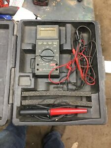 Pre owned Fluke 27 fm Multimeter With Case Leads Probe