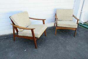 Mid Century Modern Pair Of Lounge Living Bed Room Side Chairs 9760