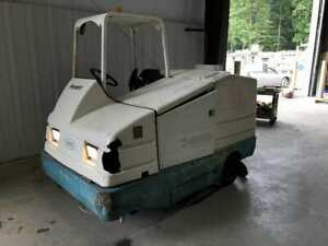 Tennant 7400 Propane powered 45 Ride on Floor Cleaner sweeper W 70 Gallon Tank