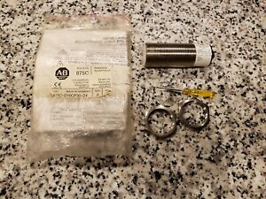 New Nos Allen Bradley 875c d10cp30 d4 Cylindrical Capacitive Proximity Switch