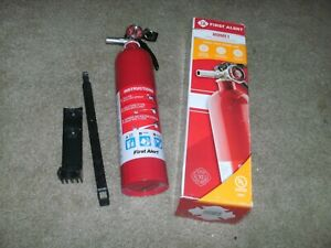 Nib First Alert Home1 Fire Extinguisher 2 5 Lbs W bracket Ul Rated 1 a 10 b c