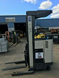 Crown Forklift Reach Truck 3000 210 Lift W battery Chgr 95 Tall hd