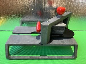 Lincoln Redco Instaslice With 1 4 Scalloped Cut Tomato Slicer Blade