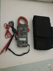 Extech Digital Current Clamp Meter 1000a 2000 Ohm 600v With Leads Case