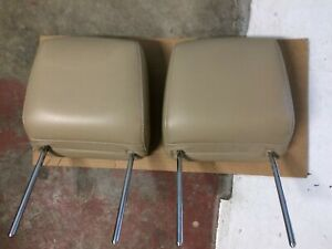 05 14 Ford Mustang Front Seat Driver Passenger Headrest Head Rests Tan Leather