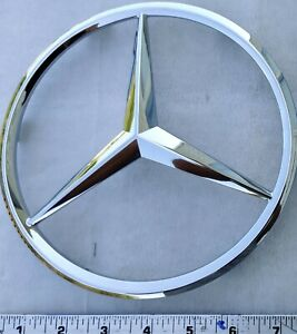 A 2518880086 Mercedes benz Oem Genuine Grille Emblem Chrome Badge Ml Gl W251 New