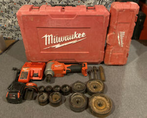 Milwaukee 2676 22 M18 10 Ton Knockout Tool W Knockout Set 49 16 2695