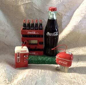 COCA COLA MINIATURE FOUNTAIN DRINK AND COKE MACHINE  & STACKED BOTTLE CASES