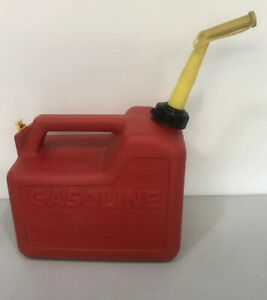 Vintage Chilton Gas Can Mod P25 2 1 2 Gallon With Screened Spout Vented