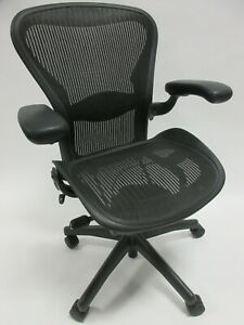 Herman Miller Aeron Chair Size B In Excellent Condition Manufactured In 2015