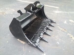 New 36 Excavator Bucket For A John Deere 27 Zts