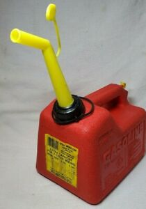 Clean Chilton P15 1 1 2 Gallon Vented Old Style Plastic Gas Can Spout Usa Made