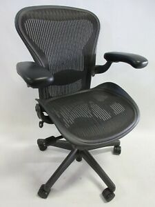 Herman Miller Aeron Chair Size A small In Excellent Condition Graphite black