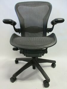 Herman Miller Aeron Chair Size C large In Graphite grey Excellent Condition