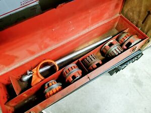 Ridgid 12 R Ratchet With Handel And 5 Die Heads And Metal Box