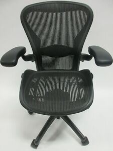 Herman Miller Aeron Chair Size B In Excellent Condition Manufactured In 2013