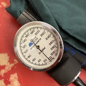 Match Mates Stethoscope Sphygmomanometer Green Set With Carrying Case