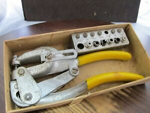 Whitney No 5 Jr Vintage Hand Punch With Dies Case Made In Usa Very Nice
