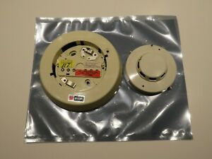Simplex 2098 9201 Smoke Detector With 2098 9652 Base Fire Alarm