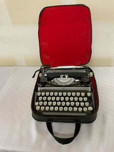 Vintage Smith Corona Manual Typewriter With Carrying Case