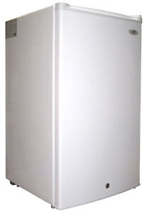 Sunpentown Spt 3 0 Cubic Foot Upright Freezer White Energy Star Uf 304w