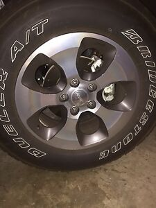 Jeep Wrangler Sahara Factory Wheels Size P255 70r18 112s M S Tires And Rims