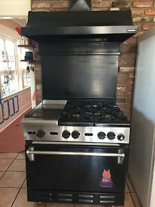 Wolf Commercial Stove 4 Burners And Griddle 30 Very Little Use In Private Home