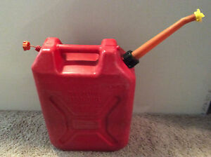 Scepter Vintage Red Plastic 5 Gal Gas Can With A Spout Screen Chilton Rv 520