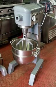 excellent Used Hobart D300t 30 quart Mixer W bowl Beater Hook And Whip