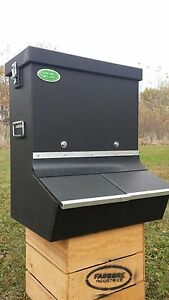 Heavy Duty Long Lasting Plastic Hog Pig Feeder Double Bin