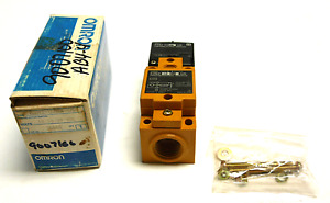 New Omron E3n2 d2e4 us Photoelectric Switch