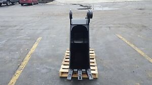 New 18 John Deere 160 Heavy Duty Excavator Bucket