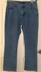 Lee Women's Classic Fit Jeans Size 12 Petite Straight Leg Light Wash