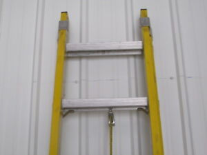20 Ft Ext Ladder Fiberglass alum 1a 300lbs Used