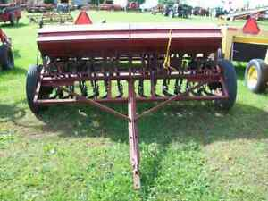International 10 Grain Drill With Grass Seeder 13 Disc Very Good Condition