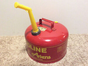 Areins Chilton 2 5 Gal Red Metal Vented Gas Can Rubbermaid Nice Condition Cmp 2
