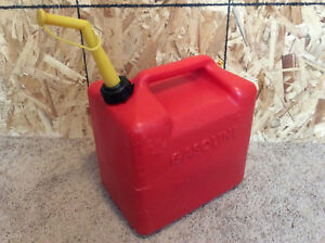 Vintage Made In The U s a Chilton 5 Gallon Red Plastic Vented Gas Can P 500