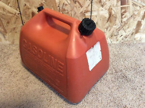 Vintage Gott rubbermaid 5 Gallon Red Vented Plastic Gas Can Model 1251 Chilton