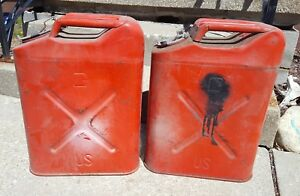 Lot Of 2 Vintage Dot 5l 20 5 81 Red 5 Gallon Metal Usmc Jerry Gas Fuel Can Jeep