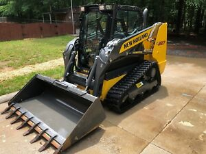 2018 New Holland C227 Compact Track Loader W cab A c Heat Stereo Only 36 Hrs