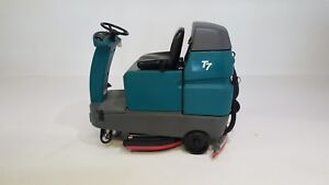 Tennant T7 32 Ride On Floor Scrubber