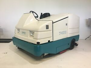 Tennant 7400 Ride On Sweeper Scrubber Lp Gas