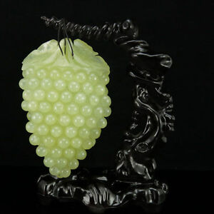 China Natural Xiuyu Jade Fine Pure Hand Carved Grapes Statue Lucky Decoration