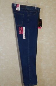 Lee Classic Fit Stretch Straight Leg Jeans Size 14 Petite. New with Tags.