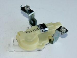 07 08 09 10 Toyota Yaris Hatchback Trunk door Lift Gate Latch Lock Actuator oem