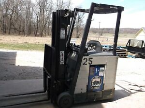Crown Standup Forklift 36volt Battery With Charger 3 Stage Mast With Side Shift