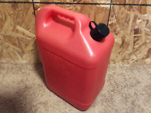 Vintage Blitz Red 6 16 Gal Vented Plastic Gas Can Model 11841 Chilton Rubbermaid